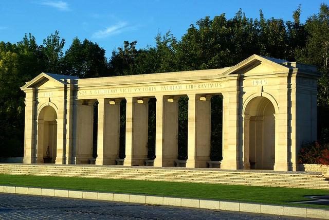 France Normandy, D-Day Beaches, D-Day Beaches - Bayeux memorial, Walkopedia