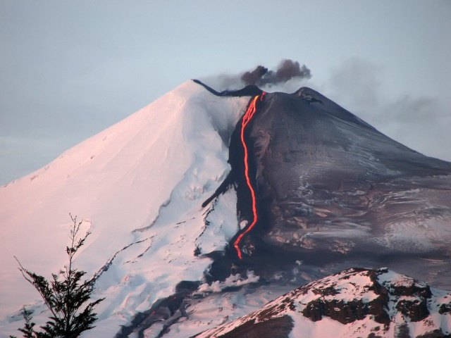 Volcan Llaima - 2008 eruption - © Copyright Flickr user i.canete