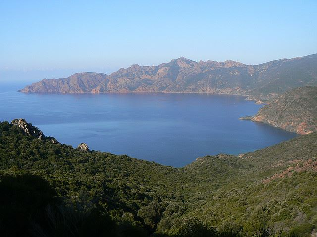 Mare e Monti - Scandola Nature Reserve over the Golfe de Girolata - © Flickr user orangebrompton